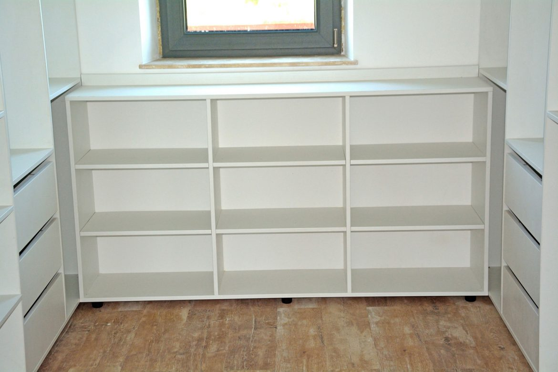 mobilier-modern-dressing-la-comanda-compartimentat-realizat-din-pal-alb-fibra-w1000st-cu-sertare-silentioase