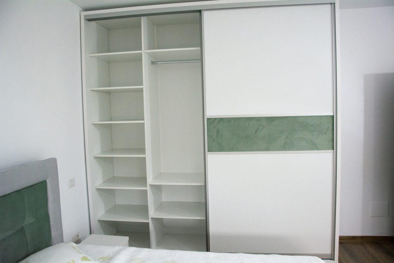 Detali dressing modern cu interior din pal alb fibros W1000 ST22 de 18 mm si polite mobile 1