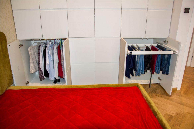 Detali interior dulap cu bara de haine si suport de pantaloni silentios cu usi pe balamale cu deschidere la 180 grade din MDF vopsit gri casmir mat NCS s 1502 g50Y