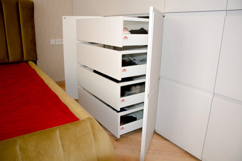 Detali sertare silentioase antaro Blum cu inaltator sertar cu sticla si front din pal alb W1000 ST9