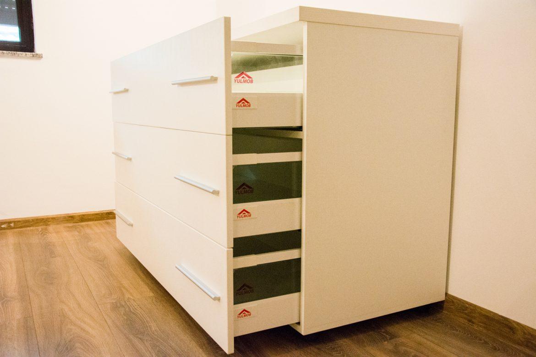 Detali sertare silentioase antaro blum cu fete din pal alb Fibros cu abs de 2mm
