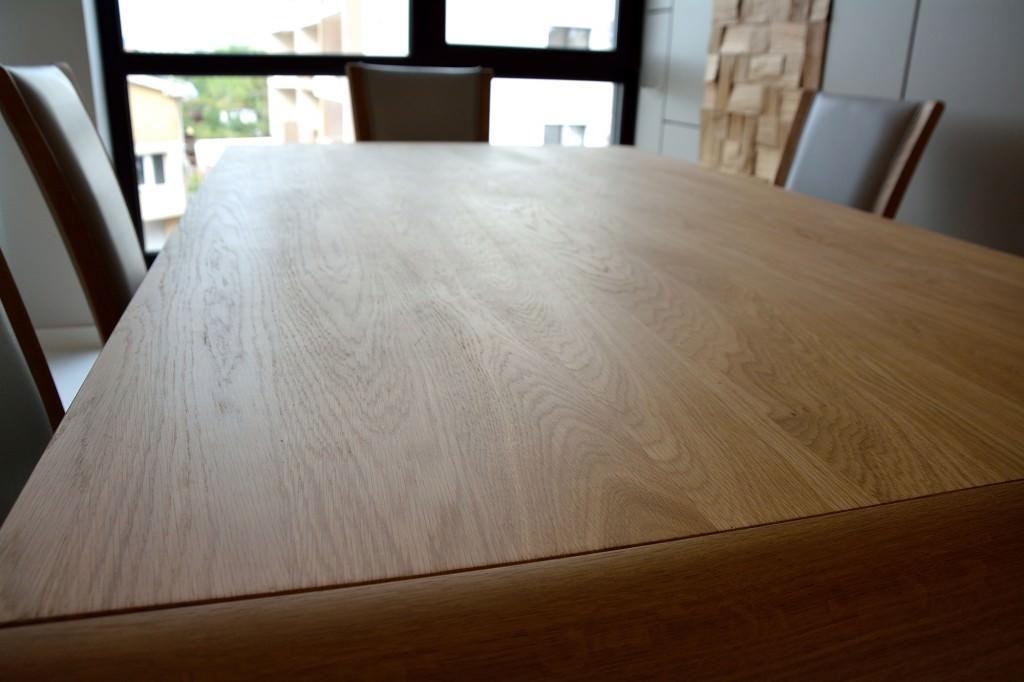 Detaliu blat masa moderna realizata din lemn natur stejar masiv 1024x682 1