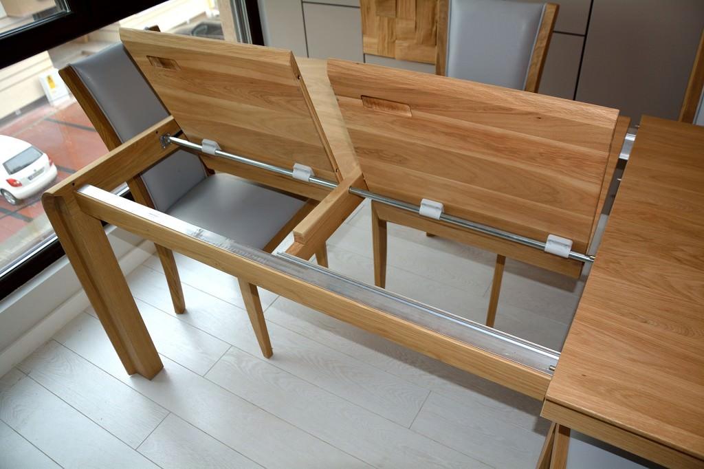 Detaliu dublu sistem de deschidere masa cu elemente din aluminiu cu blat si picioare din lemn masiv stejar 1024x682 1