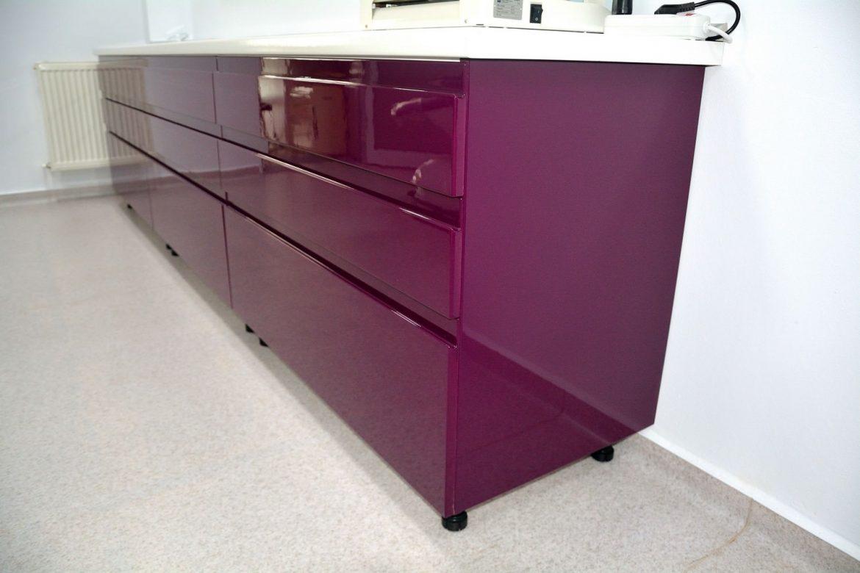 Detaliu frezare maner sertare banc de lucru cabinet stomatologic realizat din Mdf Vopsit Lucios RAL 4007