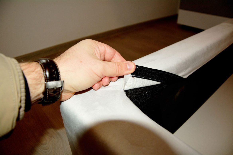 Detaliu husa dehusabila din stofa catifea pat matrimonial tapitat integral la comanda Sole
