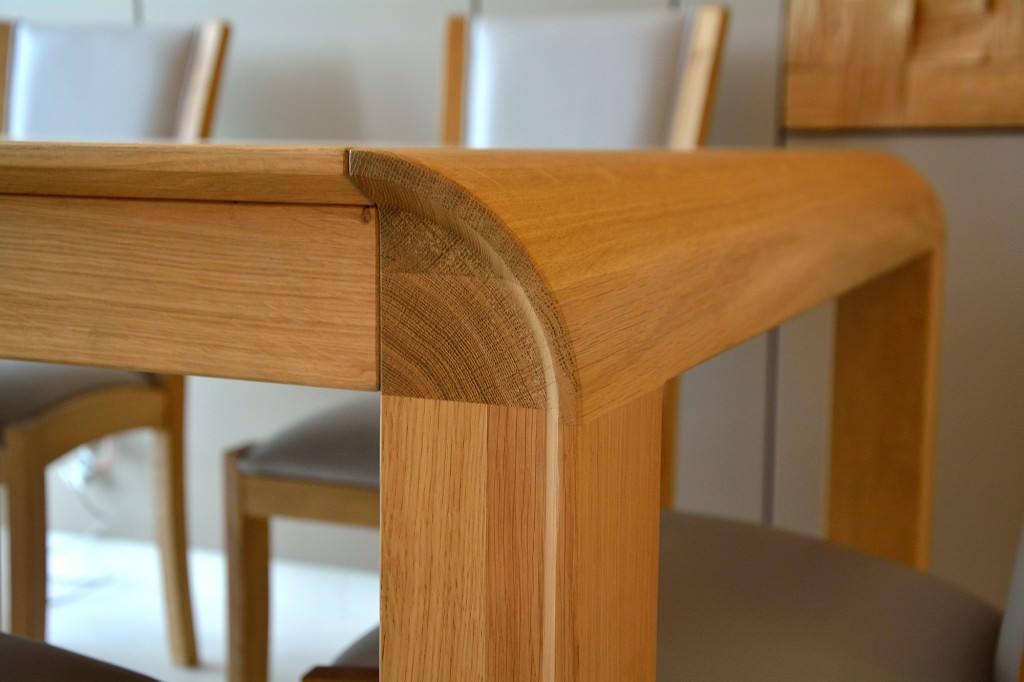 Detaliu imbinare pe colt la rotund masa realizata din lemn masiv stejar 1024x682 1