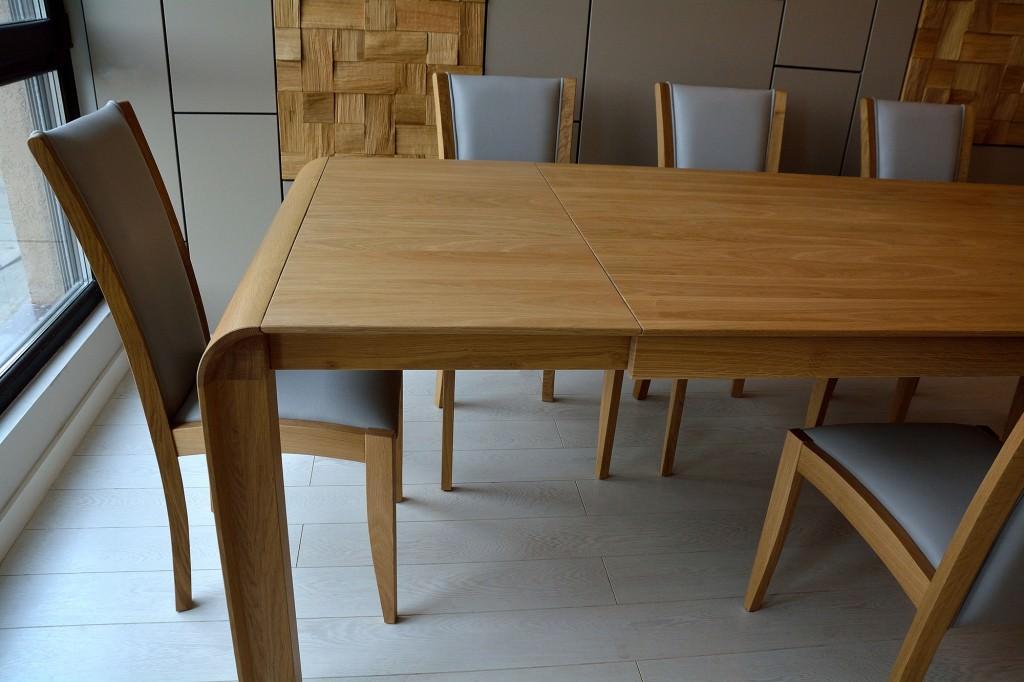 Detaliu masa mobila realizata din lemn masiv natur cu curbura la colturi 1024x682 1