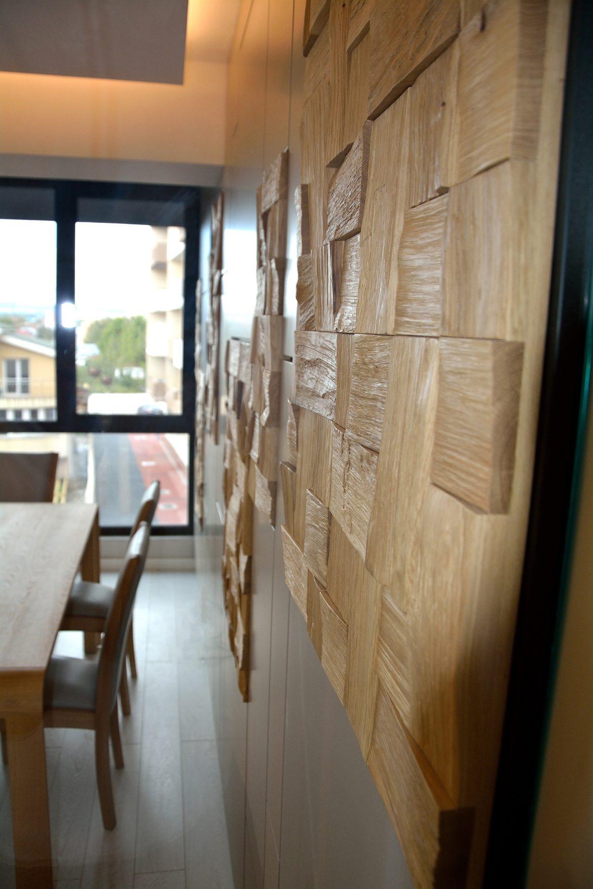 Detaliu placare perete cu Mdf Vopsit Mat Gri cu placi de lemn din stejar masiv