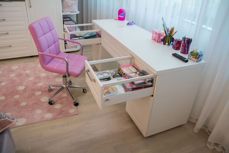 Dettali birou cu sertare silentioase antaro blum cu inaltator sertar sticla
