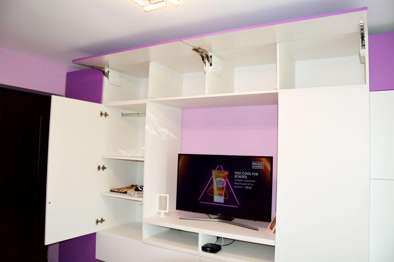Dormitor copil interior pal alb cant ABS de 2mm usi MDF vopsit RAL 9003 alb mat si NCS S 2050 R50B lila mat balamale silentioase Blum polite depozitare sisteme deschidere usi Tip On Blumotion