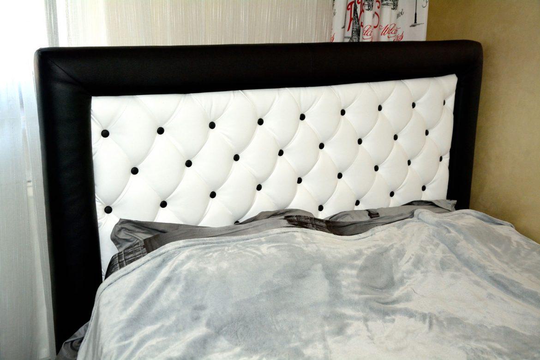Dormitor modern realizat din pal dublat fibra negru cu dressing din usi sticla vopsita securizata negru rame aluminiu si pat matrimonial tapitat Iak model Tutankamon din piele ecologica00002