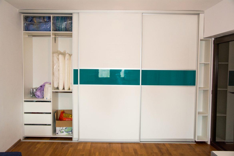 Dretali interior dressing cu sertare si suport pentru umerase
