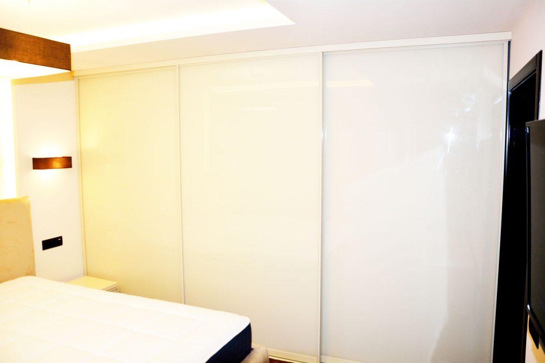 Dulap tip dressing din pal alb de 18 mm cu dimensiuni de 3420 x 2230 x 500 mm cu ABS de 2 mm pe fata