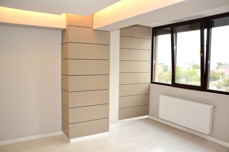 Living modern cu perete placat din Mdf Vopsit Mat Gri