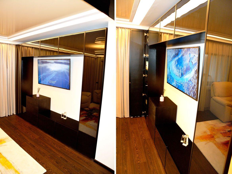 Living modern la comanda cu usi din rama aluminiu vopsit negru lucios RAL 9005 cu sticla securizata cu interior pal negru U999ST2 sertare silentioase Antaro Blum