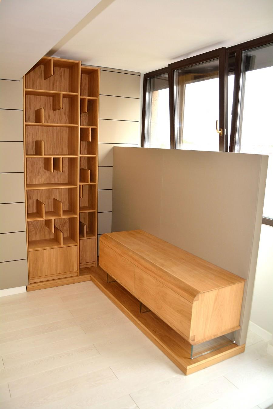 Living realizat modern din placari pereti mdf vopsit gri cu mobilier lemn masiv natural din stejar masiv 900x1350 3