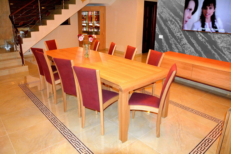 Masa extensibila Wood Concept accesorizata cu 10 scaune realizate din lemn masiv stejar