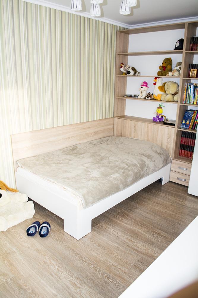 Mobila Camera Copii din Pal Stejar Bardolino Gri cu Alb Creta cu Etajera pentru depozitarea jucariilor 1