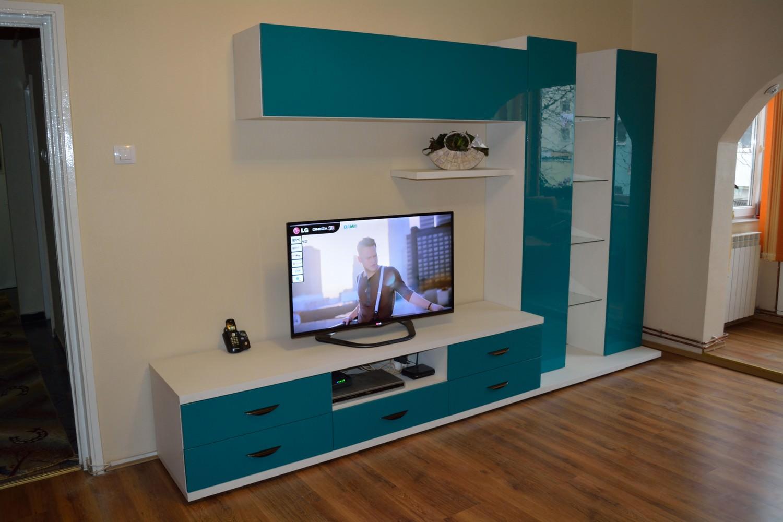 Mobila Living Modern cu Usi din MDF Vopsit Turcuaz Ral 5021 cu interior din Pal W1000 St 22 Alb Premium 1