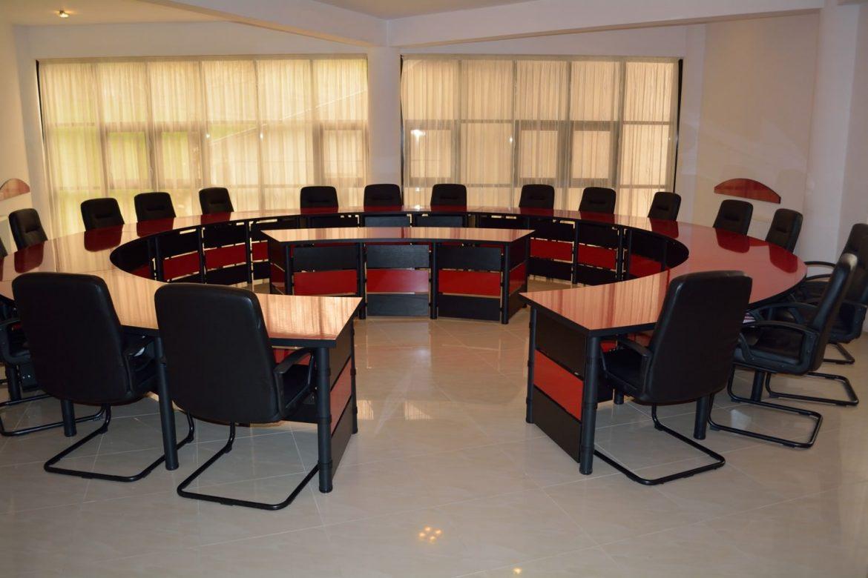 Mobila Sali Conferinta Masa pentru sedinte masa protocol masa training masa consiliu la comanda Bacau