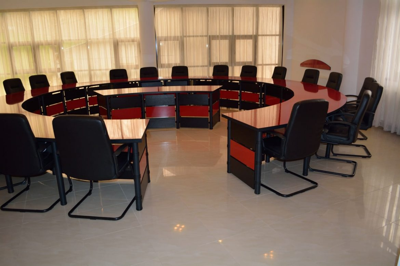 Mobila Sali Conferinta Mobilier destinat salilor de conferinta salilor de protocol si spatiilor pentru birou disponibil si la comanda in diferite dimensiuni si nuante