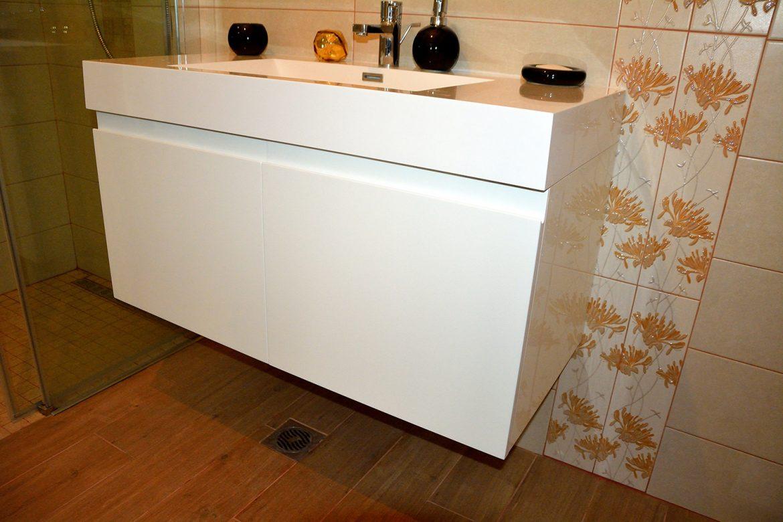 Mobiler baie moderna Yulmob realizat din Mdf Vopsit Lucios cu scobitura maner 1