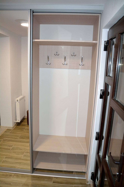 Mobilier dressing modern realizat din Pal Latte Crossline 836SDSU compartimentare interioara cuier 1