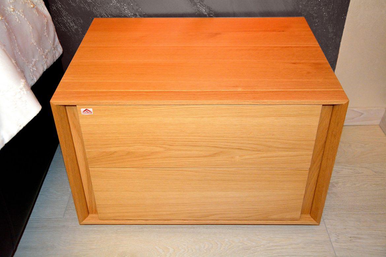 Noptiera moderna realizata pe comanda din lemn masiv stejar natur cu sertare incapatoare
