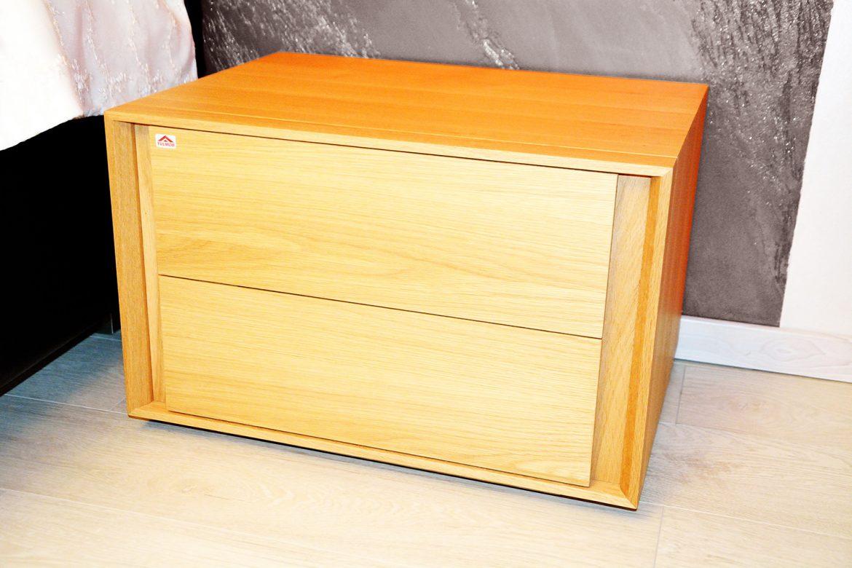 Noptiera realizata manual din lemn stejar masiv natur cu doua sertare cu inchidere silentioasa