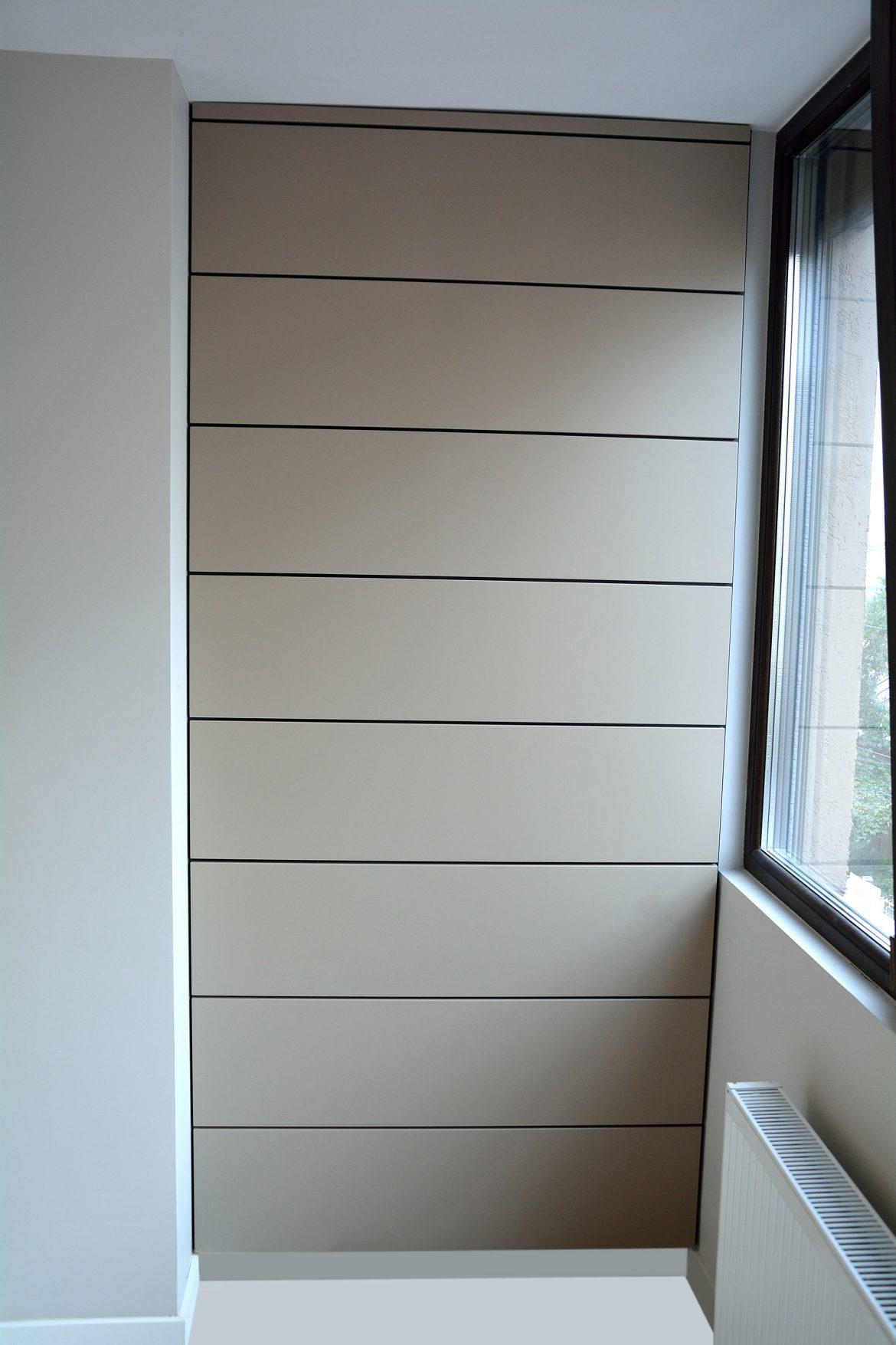 Placare pe perete cu spatiu intre placi de 7 mm