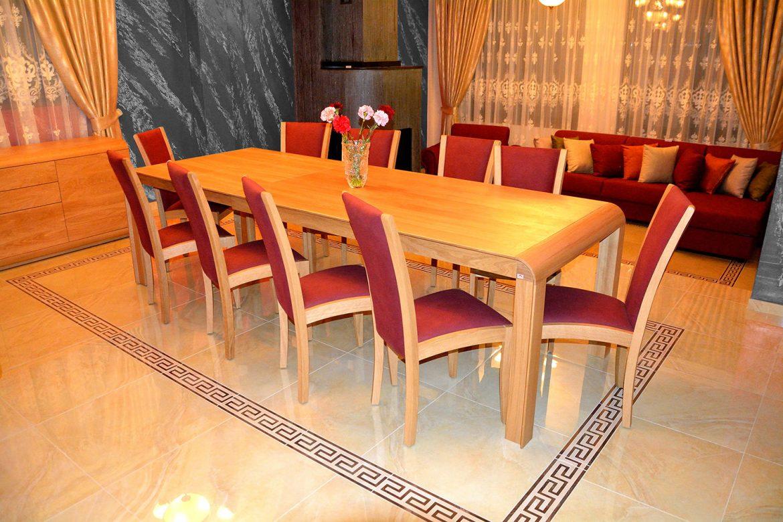 Scaun Viva realizat din lemn masiv stejar natur tapitat in stofa Moale Violet cu masa extensibila