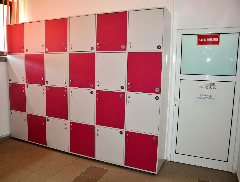 Vestiare modulare Yulmob realizate pe comanda din Pal Gri si Roz Fuchsia cu polite interioare pentru depozitat2017 05 24 at 12.59.13 PM
