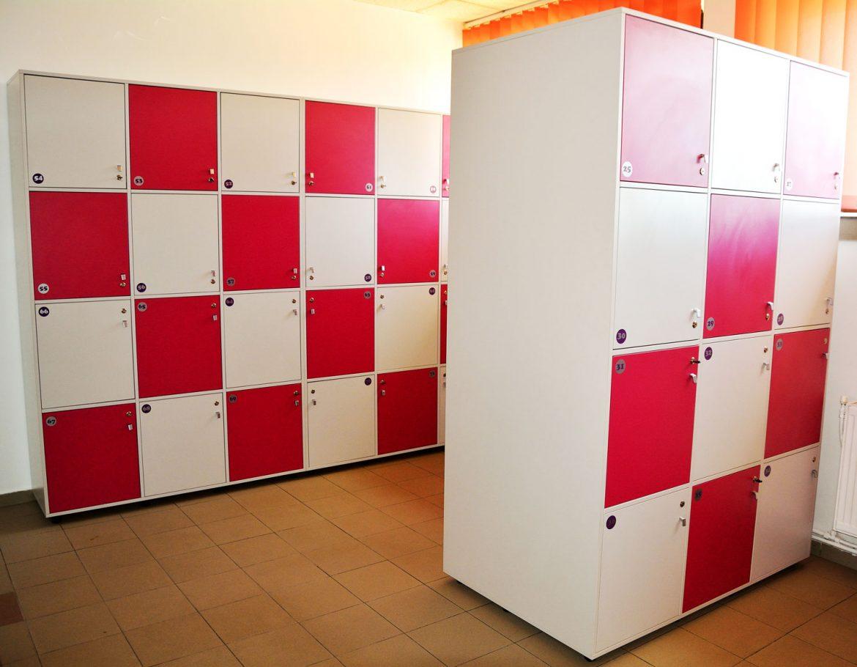 Vestiare modulare Yulmob realizate pe comanda din Pal Gri si Roz Fuchsia cu polite interioare pentru depozitat2017 05 24 at 12.59.13 PM 3