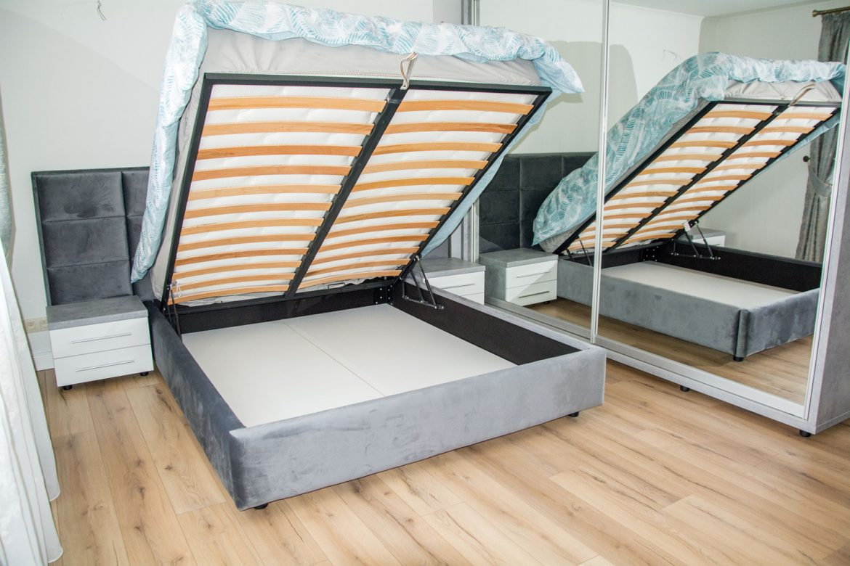 detali pat cu lada de depozitare cu fund din pal