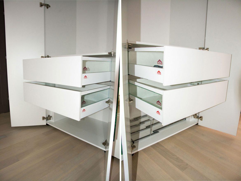 detali sertare silentioase blum cu inaltator sertar sticla