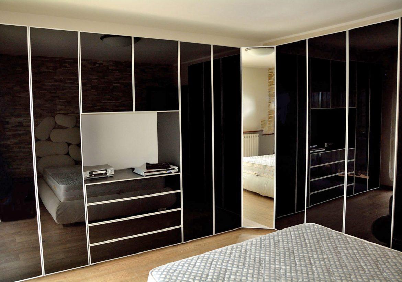 dormitor cu usi din rame aluminiu cu sticla vopsita neagra si folie protectoare1 1 1