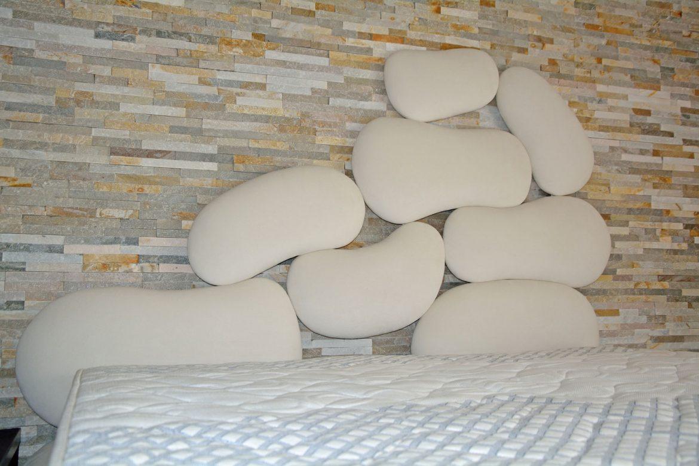 dormitor cu usi din rame aluminiu cu sticla vopsita neagra si folie protectoare43