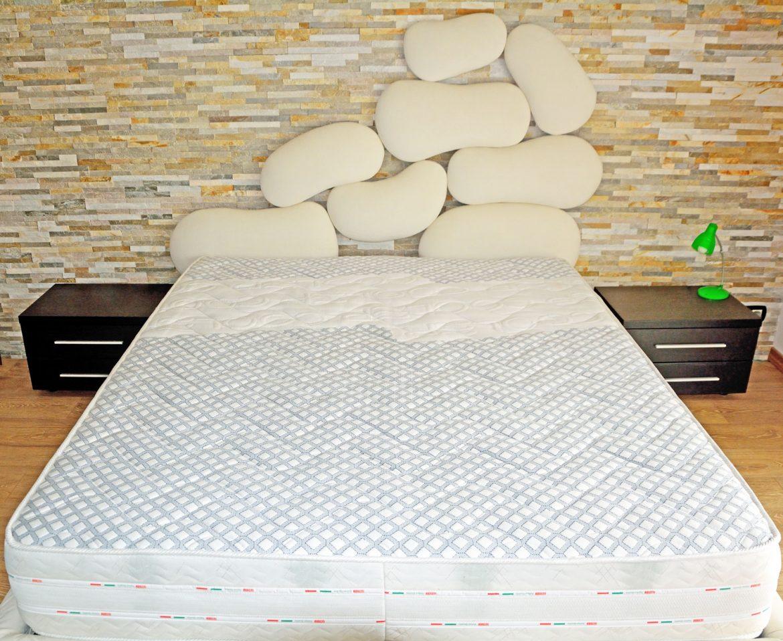 dormitor cu usi din rame aluminiu cu sticla vopsita neagra si folie protectoare5