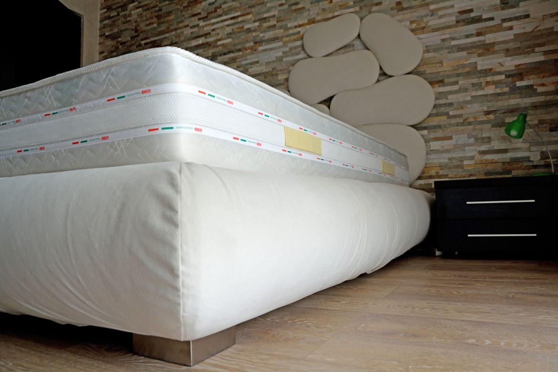 dormitor cu usi din rame aluminiu cu sticla vopsita neagra si folie protectoare6