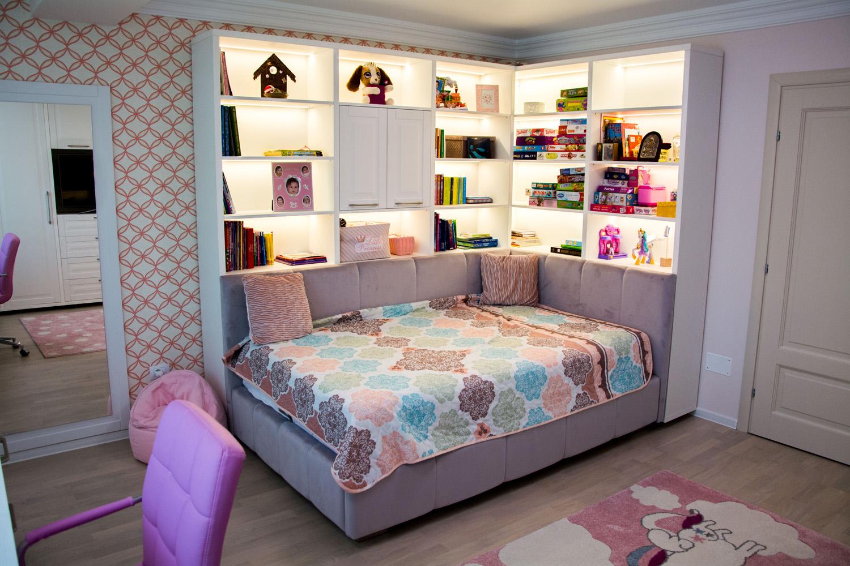 dormitor din pal alb fibros cu frontruri din mdf vopsit alb mat cu frezare A6