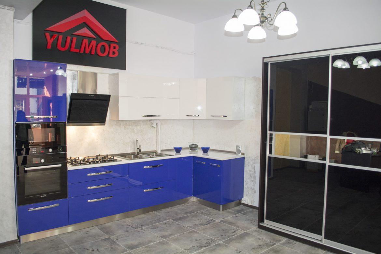 Bucatarie Showroom YULMOB MDF Vopsit Lucios Albastru si Alb Lucios Mobila Bacau