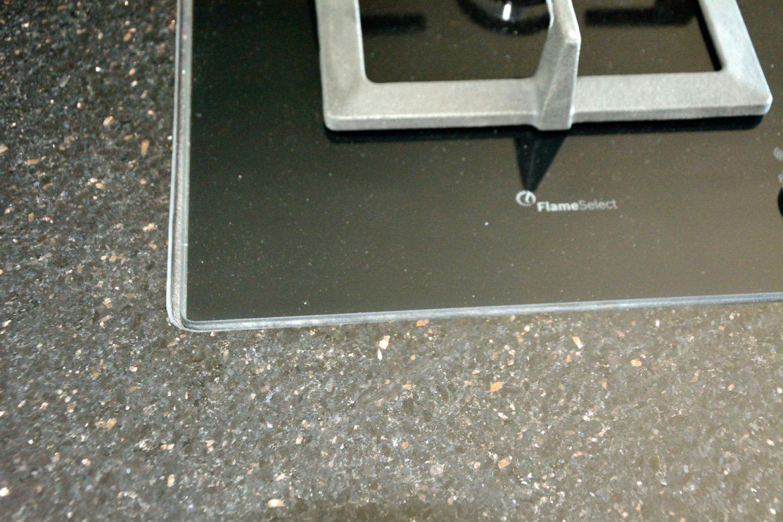 Bucatarie cu Usi din MDF vopsit Ral 5018 Turquise Mat cu Ral 9003 Alb Mat Frezare A100012