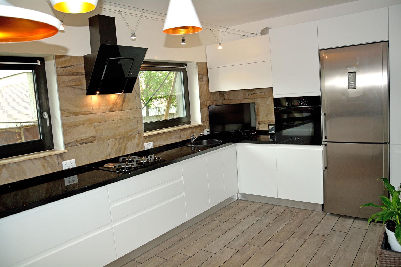 Bucătărie Modernă pe Alb Opac
