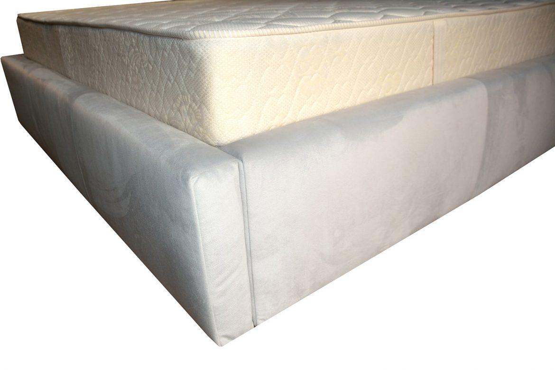 Cadru pat tapitat Palermo realizat din pal hidrofugat capitonat cu burete si tapitat in stofa moale gri deschis casablanca min 1