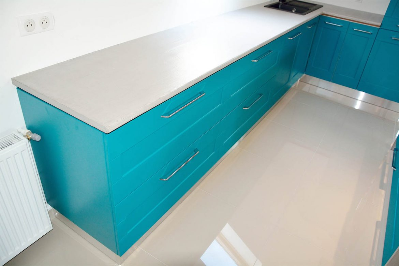 Corpuri de mobilier pentru bucatarie realizate la comanda cu manere Germania din MDF turquoise mat RAL 5018frezare adanca Yulmob