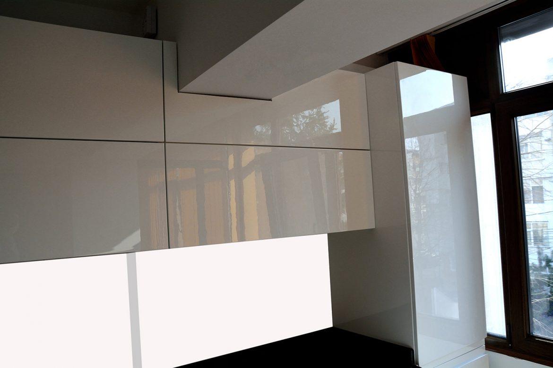 Decupaj corp mobilier modern bucatarie cu sistem de ridicare usi Aventos Hk Blum