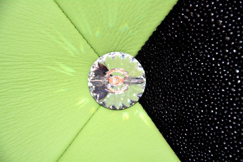 Detaliu buton cristal swarovski incrustat in tablie tapitata in piele naturala bovina1