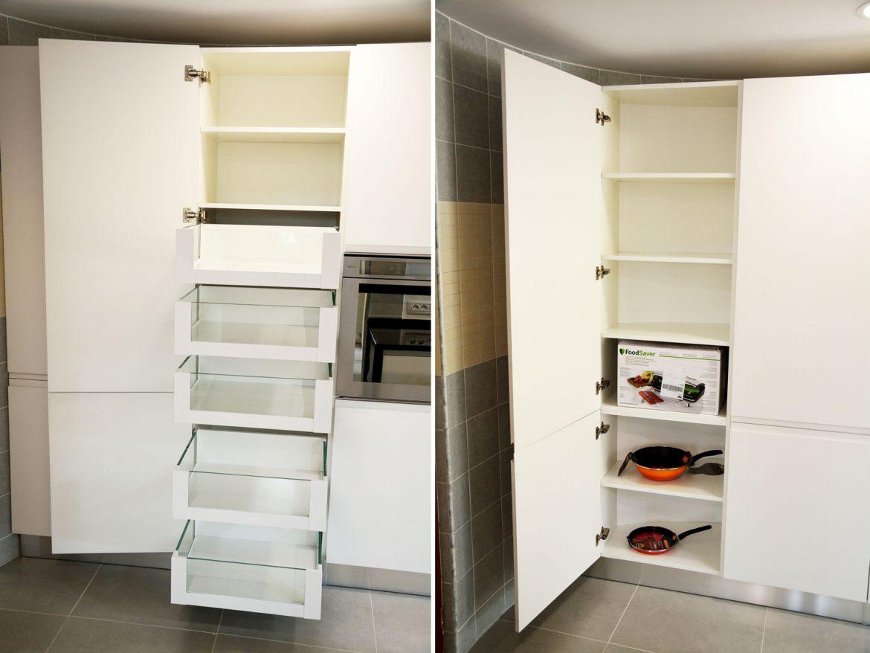 Dulap provizii Space Tower Blum cu sertare cu extrageri individuale inaltatoare cu sticla balamale silentioase Blum interior MDF melaminat alb