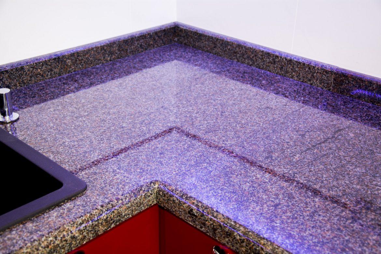 Mobila Bucatarie cu detaliu imbinare blat granit
