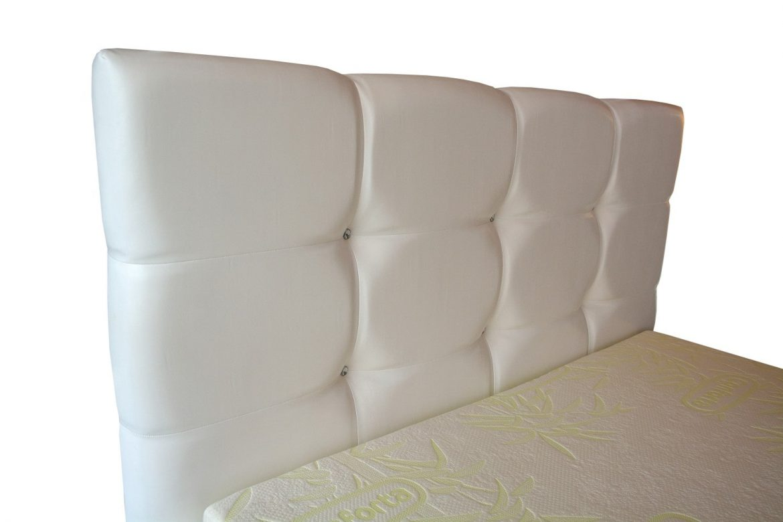 Model tablie pat din pal hidrofugat tapitat in piele ecologica alba rezistenta accesorizata cu butoni din cristale swarovski min 1